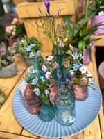 Bild könnte enthalten: Pflanze, Blume, Tisch und Innenbereich